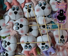 Coelhinhas no palito (ovelhanegra_toys) Tags: handmade artesanato felt feltro manualidades festainfantil fieltro feltcraft kee feitoamo ovelhanegratoys