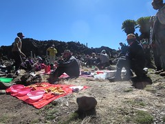 Djeuner sur l'herbe (John Steedman) Tags: africa trek kenya afrika kenia afrique eastafrica mountkenya ostafrika     afriquedelest