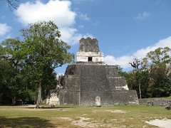 "Tikal: le Temple 2 ou Temple des Masques <a style=""margin-left:10px; font-size:0.8em;"" href=""http://www.flickr.com/photos/127723101@N04/26211621396/"" target=""_blank"">@flickr</a>"