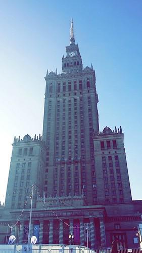 "Palacio de Cultura, Varsovia <a style=""margin-left:10px; font-size:0.8em;"" href=""http://www.flickr.com/photos/141744890@N04/26260127781/"" target=""_blank"">@flickr</a>"
