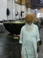 SikhTempleNewDelhi033 (tjabeljan) Tags: india temple sikh newdelhi gaarkeuken sikhtemple gurudwarabanglasahib