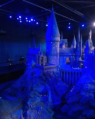 Photo of Full scale model/sculpture of the ENTIRE Hogwarts school and grounds. Walking into this room, with the lighting and the music, kind of made me choke up a little. ?? #harrypotter #harrypotterstudiotour #wbstudiotourlondon #hogwarts #uk2016