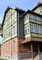 (:Linda:) Tags: window germany town thuringia halftimbered hildburghausen woodenbalcony