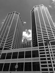 Chicago, Chicago Mercantile Exchange Building (Mary Warren (6.7+ Million Views)) Tags: urban blackandwhite chicago building monochrome architecture skyscraper highrise officetower wbez chicagoist contemporaryarchitecture explorechicago chicagomercantileexchange builtchicago timeoutchicagophotogroup gapersblockchicago outofchicago