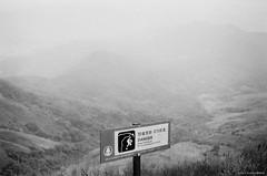 Danger - Cliff (Alan P. in Hong Kong) Tags: life city blackandwhite bw monochrome hongkong hike trail analogue ilfordxp2 filmphotography zenit122
