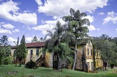 Casaro Antigo (I.Guidi) Tags: sky house nikon paisagem cu nuvens rvores casaro landscap abandonado casaabandonada d7000