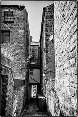 Barnard Castle . (wayman2011) Tags: uk bw architecture town oldbuildings canon5d dales pennines alleys lightroom countydurham teesdale barnardcastle footpaths wayman2011