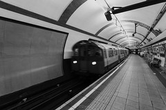 IMG_0301 (Vincenzo Lavino Fotografia) Tags: travel bridge london blackwhite metro piccadilly lond ultrawide tone bigbag canon1740l canon5dmarkiii