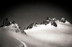Le Plateau du Trient (Frédéric Fossard) Tags: texture nature sport montagne solitude noiretblanc altitude grain glacier neige paysage chamonix 74 printemps alpinisme skiderandonnée glacierdutrient plateaudutrient massifdumontblanc aiguillesdutour coldutour colsupérieurdutour les3cols