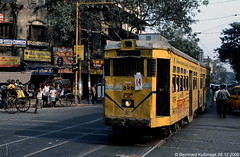 Asien, Indien, Bundesstaat Westbengalen, Kolkata (Kalkutta), Bepin Behari Ganguly Street Ecke College Street (Bernhard Kußmagk) Tags: asien indien kolkata calcutta asie asia inde india kalkutta কলকাতা westbengalen westbengal পশ্চিমবঙ্গ calcuttatramwayscompany ctc ক্যালকাটাট্রামওয়েজকোম্পানি bonde eléctrico raitioliikenne sporvei sporvogn spårväg streetcar tram tramm tramvaiul trolley tramvay tramwaj villamos tramway tramwaje tranvia trikk трамвай τραμ tranbia ट्राम 市内電車 tranvía spårvagn tramvajus tramvajs tramvia tranvai raitiovaunu strasenbahn 有轨电车 bernhardkusmagk bernhardkussmagk normalspur 1435mm regelspur vollspur standardgauge voienormale kolejnormalnotorowa bitolapadrão normalspor normaalspoor европейскаяколея normalspår भारतगणराज्य bhāratgaṇarājya republicofindia bepinbeharigangulystreet collegestreet gelenkwagen trolleypole stangenstromabnehmer sechsachser rollenstromabnehmer stange kusmagk