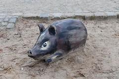 Glcksschwein zum neuen Lebensjahr (Sockenhummel) Tags: playground toy piggy pig fuji finepix fujifilm spielzeug schwein x30 spielplatz volksparkwilmersdorf fujix30