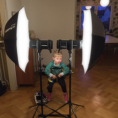 BTS - Behind The Scenes - SnotGlamour symmetrical lighting (Stefan Tell) Tags: lighting blackandwhite home kids studio diagram setup b1 profoto profotodeepumbrellalargewhite