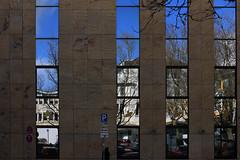 Faulstraße, Kiel (03) (Rüdiger Stehn) Tags: europa mitteleuropa deutschland germany norddeutschland schleswigholstein innenstadt stadt kielaltstadt 2000er menschen leute strase 2016 stadtmitte profanbau bauwerk 2000s spiegelung reflections gebäude canoneos550d kiel