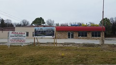 New Retail Coming_20160203_124234c (Wampa-One) Tags: sign closed signage outofbusiness manchesterrd stlouiscountymo newretailcoming wonderhostessbakerythiftshop