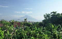 Agung Mountain (JanneM) Tags: morning roof winter bali indonesia jan janne sanur agung objekt moren mnniskor