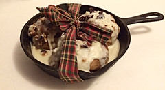 Fake Cinnamon Buns Skillet - Scented Cinnamon Buns In An Iron Skillet - Farmhouse Fake Food Table Decor (Everything Dawn Bakery Candle Treats) Tags: food farmhouse dessert cinnamon fake buns decor bun skillet prim primitive ornie ornies everythingdawn