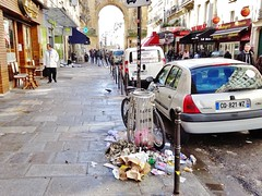 2016-04-03  Paris - 14 Rue du Faubourg Saint-Denis (P.K. - Paris) Tags: paris april avril poubelle salet 2016 dtritus voirie dgoutant