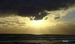 Serenidade (verridrio) Tags: ocean light sunset pordosol sea sky sun sol clouds mar tramonto sonnenuntergang sony serenity nuvens puestadesol litoral  hdr oceano solnedgng figueiradafoz gnbatm coucherdusoleil  zachdsoca