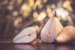 Pears (RoCafe (very busy a few days)) Tags: light stilllife fruits pears bokeh nikond600 nikkormicro105f28