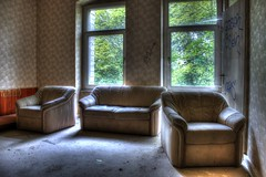 Regarde moi quand je te parle (urban requiem) Tags: old urban abandoned germany lost deutschland hotel living decay couch salon armchair overlook exploration derelict allemagne hdr fauteuils verlassen canap urbex htel abandonn verlaten 600d hoteloverlook