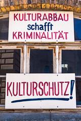 Kann mir jemand das Plakat erklren...??? (Jonny__B_Kirchhain) Tags: germany deutschland alemania allemagne plakat germania alemanha mecklenburgvorpommern  schwerin spruch niemcy landeshauptstadt    republikafederalnaniemiec repblicafederaldaalemanha