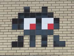 Space Invader NY_184 (tofz4u) Tags: nyc usa streetart ny newyork black tile big noir mosaic unitedstatesofamerica spaceinvader spaceinvaders invader mosaque artderue tatsunis ny184