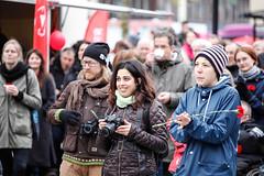 Fotografer p Vghustorget (Michael Erhardsson) Tags: politik fotograf 15 demonstration v dag 1a socialism maj rebro rd 2015 frsta vnsterpartiet kvinna solidaritet repotage arbetarrrelsen fotografera rttvisa kvinnligt demonstrera arbetarrrelsens vnsterpolitik