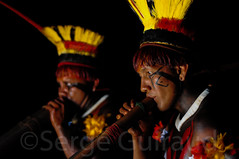flûtes Urua (guiraud_serge) Tags: tribes xingu amazonie tribus yawalapiti instrumentsdemusique parcduxingu parquedoxingu sergeguiraud flûtesurua flûteswupu flautasurua séancedepeinturescorporelles