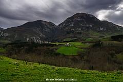 ::.: (ion markel argazkiak) Tags: mountain landscape fujifilm euskalherria basquecountry gipuzkoa mendi abaltzisketa txindoki xt1 ikuspegi ionmarkelargazkiak zalbidesagardotegia