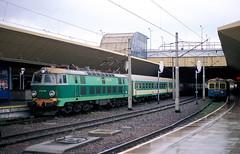 ET21-612  Krakow  18.10.07 (w. + h. brutzer) Tags: analog train nikon poland krakow eisenbahn railway zug trains polen locomotive lokomotive pkp elok eisenbahnen eloks et21 webru