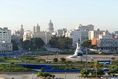 Parque de los Martires y Havana Viejo Cuba (roli_b) Tags: horse monument statue skyline caballo la december havana cuba capitol dezember habana viejo pferd havanna kuba decembre 2015 havanaviejo december2015 parquedelosmartires