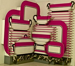 Vaisselier rouge (1979) - Patrick Raynaud (1946) (pedrosimoes7) Tags: portugal museum museu lisboa cam muse cc creativecommons centrodeartemoderna caloustegulbenkianfoundation patrickraynaud artgalleryandmuseums redcupboard ecoledesbeauxarts vaisselierrouge guardalouavermelho