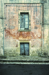 the doors #235 (.CLOSER.) Tags: city urban photography nikon doors 28mm elements porta af nikkor astratto arco f4 architettura closer testo analogic trama allaperto