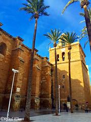 Lateral de la catedral de Almera (akel_lke ) Tags: city arquitectura puerta foto catedral iglesia ciudad andalucia urbana elke almera ville rakel iphone religin iphone6 rakelelke rakelmurcia iphone6splus