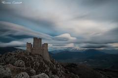 (Francesco Drugantibus Cardarelli) Tags: sky italy panorama cloud mountain clouds landscape italia nuvole nuvola cielo lenticular montagna nube rocca paesaggio abruzzo laquila nubi allaperto calascio lenticularis lenticolare lenticolari bellabruzzo