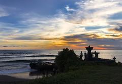 echo beach canggu (maikepiel) Tags: ocean travel sunset sea sky bali seascape beach nature water silhouette clouds strand indonesia temple meer colours sonnenuntergang surfer echo himmel wolken surfers horizont indonesien tempel canggu wasserhorizon