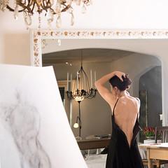 La sognatrice (jandmpianezzo) Tags: quadro luci ritratto specchio schiena stanza vestito sognare pittrice