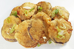 Eggplant Fritters (FotoosVanRobin) Tags: beignet eggplant aubergine deepfried fritter stuffedaubergine stuffedeggplant 椒盐茄饼