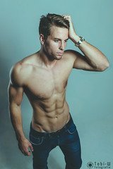 IMG_8281-Bearbeitet (Tobi W I Fotografie) Tags: male model mann mnner anzug muskeln sthoting