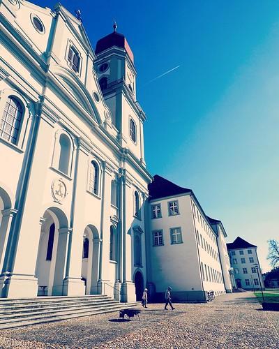 Abbaye de St. Urban (Pfaffnau, Lucerne). Parvis de l'église. Roadbook : http://lyonelkaufmann.ch/Blog/2016/03/27/roadbook-st-urban-pfaffnau/