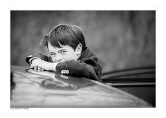 - the offspring - (photographic playground) Tags: auto bw youth canon germany eos europe kodak young nrw l sw 135 blick offspring junge jugend 6d trix400 begegnung autotr analogstyle
