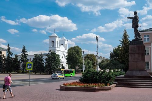 Heilig-Kreuz-Kirche vs. Lenin