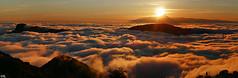 Grande Canarie - Coule de brume face au Teide - (Dmocrite, atomiste drout) Tags: grancanaria crpuscule teide canaries espagne coucherdesoleil archipel merdenuage grandecanarie tnrife