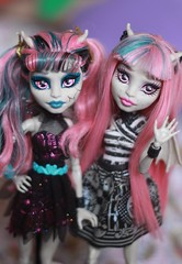 Rochelle Goyle (.Neko.) Tags: pink monster hair 1 high doll zombie wave shake boneca mh mattel basic rochelle goyle