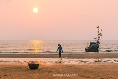 Y1514.0414.Hi Ha.Tnh Gia.Thanh Ha (hoanglongphoto) Tags: morning sea sky people sun seascape beach water skyline sunrise canon landscape asian boat women asia outdoor vietnam sands pinksky bin ngi seasurface phongcnh butri mttri nc thanhha boach thuyn bnhminh vietnamlandscape ngoitri phongcnhvitnam tnhgia bnhminhtrnbibin phn chu ngnam sunriseoverthebeach bict bbin hithnh buisng canonef50mmf12lusmlens bintnhgia hiha binvitnam vietnamsea canoneos1dx chntri butrimuhng mtbin phongcnhbin