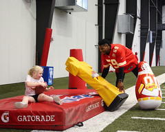 2016-Chiefs Football Frenzy-161 (Mather-Photo) Tags: kids children fun kansascity event arrowhead chiefs kansascitychiefs kcchiefs footballfrenzy eventphotography play60 andrewmather justinmarch matherphoto andrewmatherphotography universityofkansashospitaltrainingcomplex chiefskidsclub chiefspracticefacility