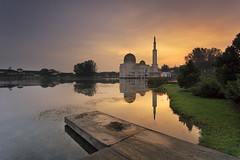 _DSC5828 (gilbertchuachian_siong) Tags: park morning lake reflection water sunrise arch sony muslim prayer mosque masjid a6000