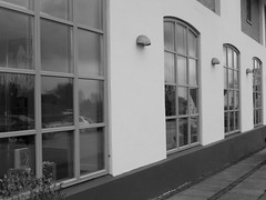 (Landanna) Tags: windows bw white black architecture denmark ramen zwart wit dnemark danmark sort als hvid denemarken vinduer zw snderjylland guderup zuidjutland windowsbygma