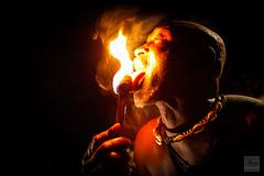 Magicien leche le feu avec sa langue 2