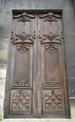 Lovely old wooden doors to a school next to the Basilique Saint-Denis (Monceau) Tags: school wooden doors lovely